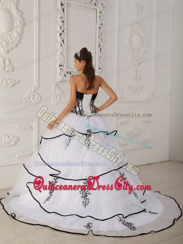 Sweetheart White Layers Quinceanera Dress with Beading and Appliques