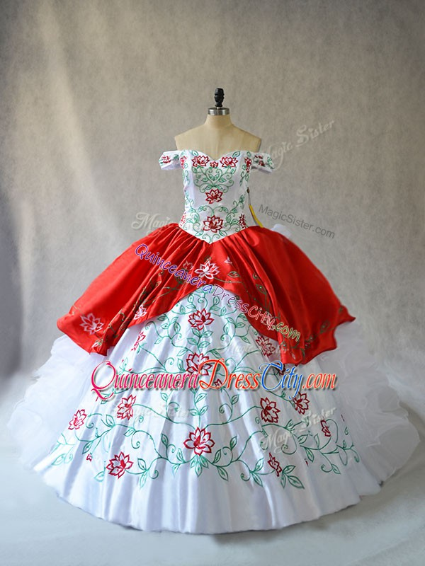 Affordable White And Red Ball Gowns Off The Shoulder Sleeveless Organza Lace Up Embroidery and Ruffled Layers Quinceanera Gown
