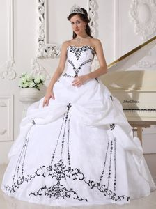 Cheap White Sweetheart Quinceanera Wedding Dress with Black Embroidery